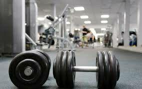 Se vende maquinaria gimnasio y vestidores.