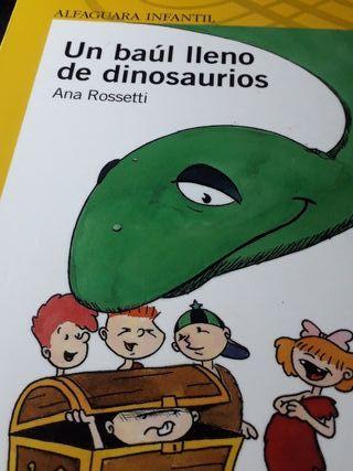 Un baúl lleno de dinosaurios.