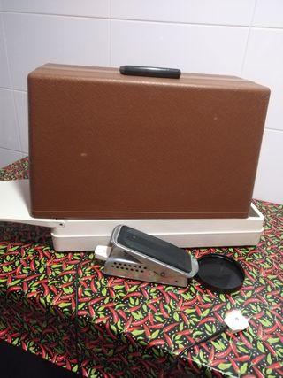 Maquina de coser singer con maleta de segunda mano por 90