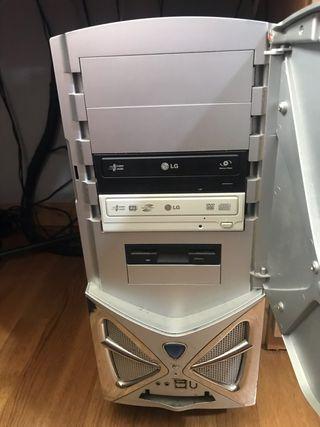 Pc ordenador de sobremesa con torre