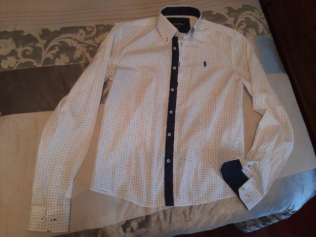 Camisa blanca niño.
