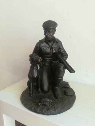 Bronce escultura de cazador con perro