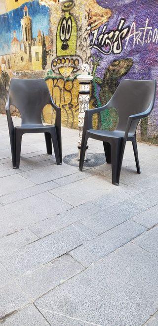 sillas de terraza 8 € cada una