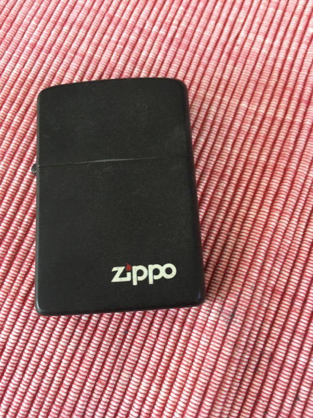 Encendedor marca Zippo