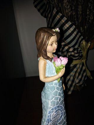 Niña con Flores Figura decorativa