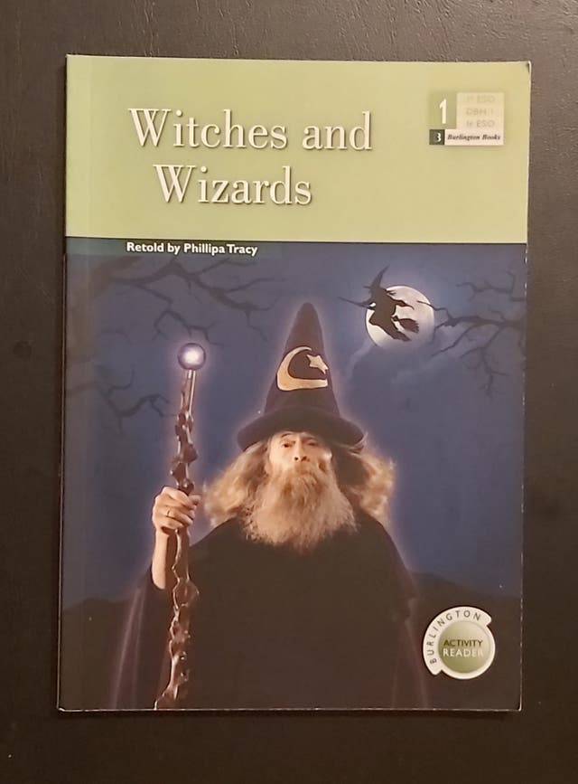 Libro juvenil Witches and Wizards