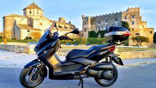 Yamaha X-Max 250 con Top Case