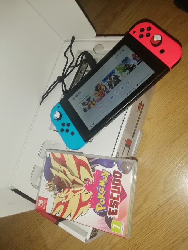 Nintendo Switch 32GB caja Pokémon escudo