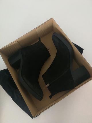 Botines tacón ante negro
