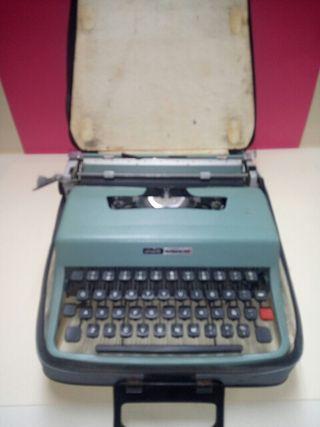 máquina de escribir olivertti lettera 32