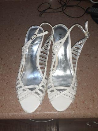 zapatos blancos solo una ez puestos