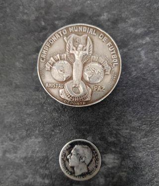 Medalla y moneda de plata