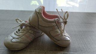 Zapatillas bebé N:20 de Zara.Calzado bebé.