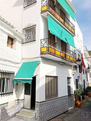 Casa adosada en venta en Sayalonga