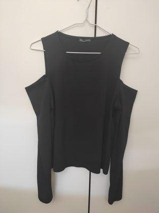 Camiseta de Zara sin hombros talla S/M