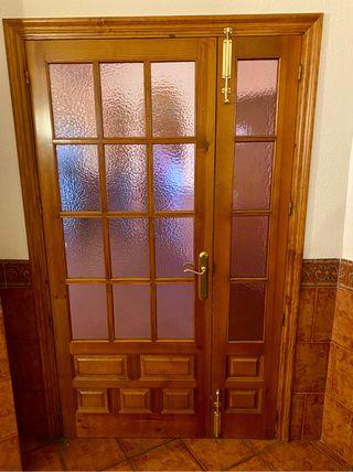 Puerta de madera rustica con cristales