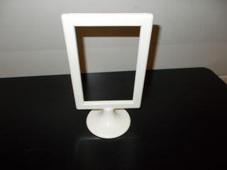 marco porta fotos blanco con peana