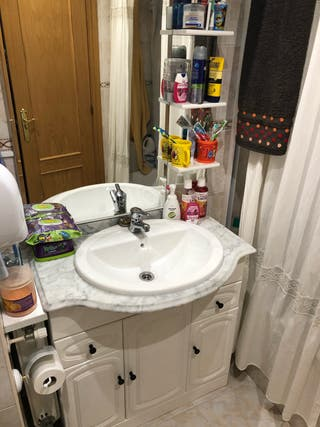 Mueble baño espejo grifo