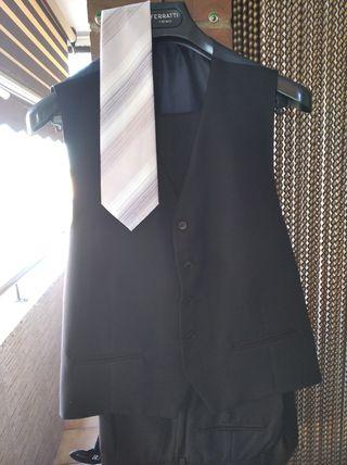 elegante traje 3 piezas Ferratti .talla 54