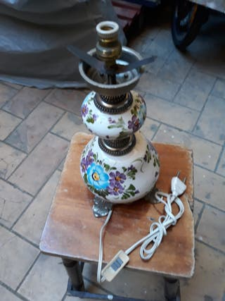 lampara antigua de porcelana pintada a mano.