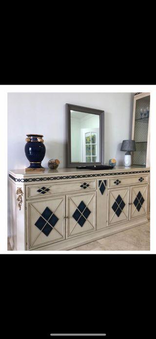 Vitrina, aparador y mesa Salón