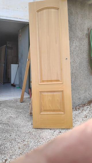 puerta madera color haya