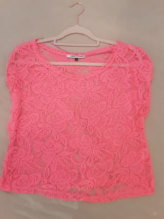 Camiseta encaje rosa flúor