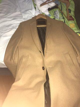 Abrigo largo Zara estilo gabardina