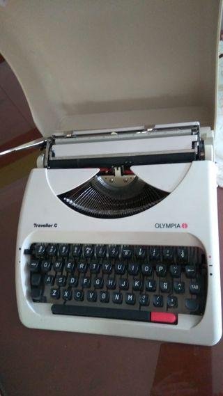 Máquina de escribir Olympia Traveller C