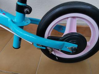 bicicleta sin pedales niña
