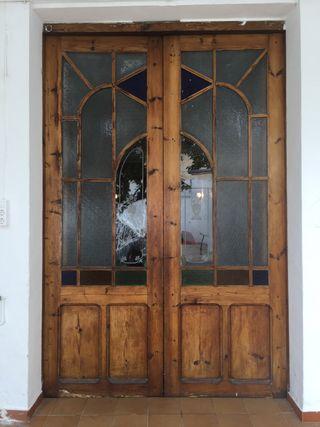 Puerta antigua vidriera