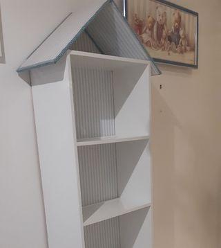 Estanteria librería unica infantil forma casita