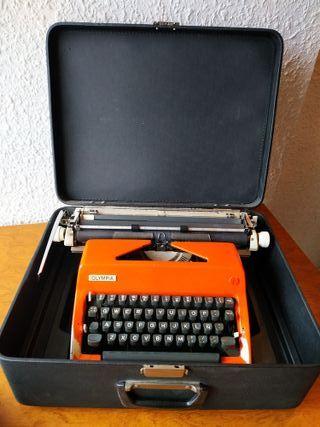 Máquina de escribir Olympia internacional