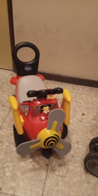 Vendo correpasillos avión Mickey mouse