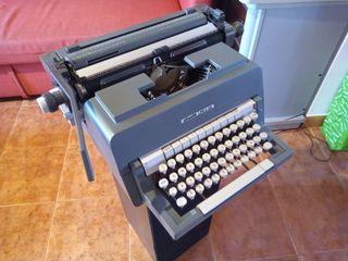 Máquina de escribir olivetti original línea 98