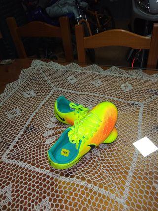 zapatos de fútbol sin estrenar 5 número