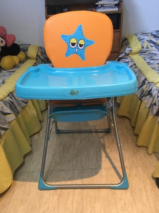Una silla para niños para comer
