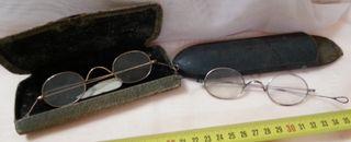 Gafas centenarias. Conjunto de lentes de época.