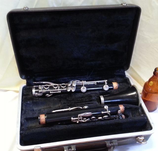 Clarinete viejo años 50-60. NO FUNCIONA. Estuche