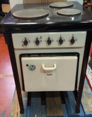 Cocina eléctrica. Años 50. Completa. Con 3 fogones