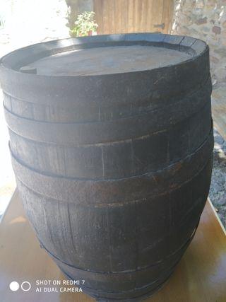 barril antiguo. 48 cm altura por 30 cm de diámetro