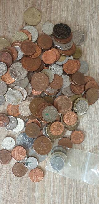 147 monedas extranjeras