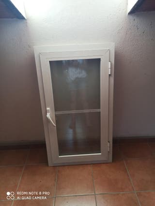 ventana alumino blanca