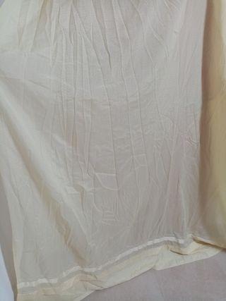cortina color vainilla (amarillo claro)