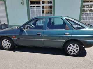 Ford Escort 1999. El coche está en Camariñas.