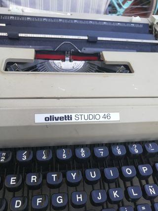 Máquina de escribir: Olivetti Studio 46 + Maleta