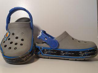 Pantuflas marca Crocs STARWARS de niño