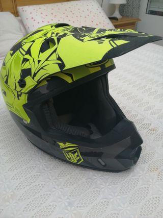se vende casco HJC enduro.