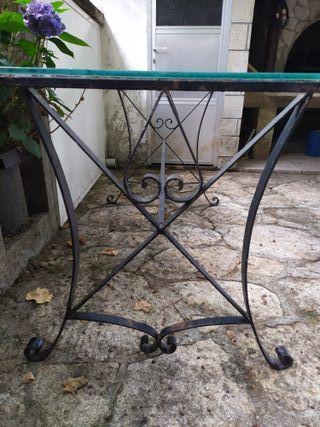 mesa con hierro forjado