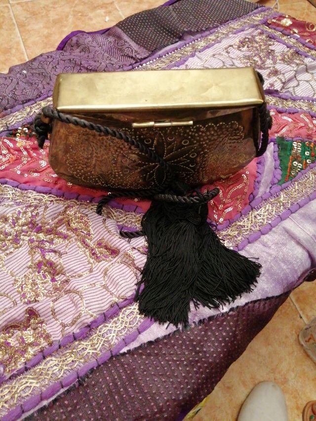 bolso de señora de latón vintaje con cordón negro